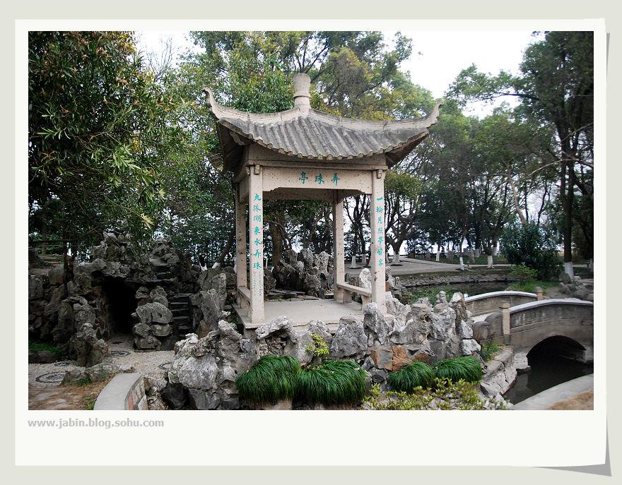 昨天恰巧去平湖办事,偶然经过李叔同纪念馆,我怀着敬仰之情...