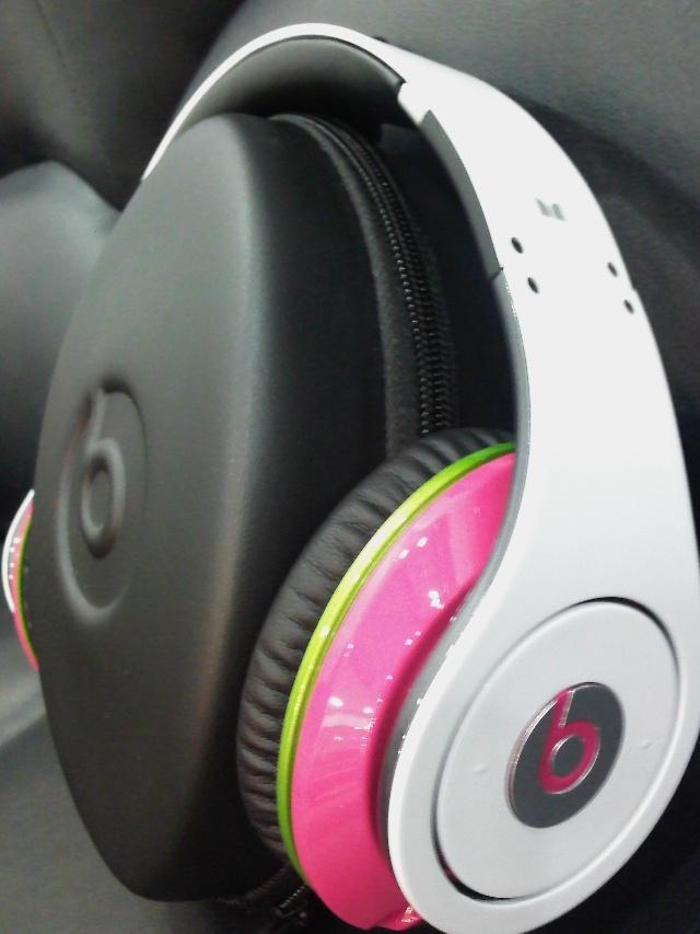 monster的耳机 这个纯属看权志龙用觉得不错就说 高清图片