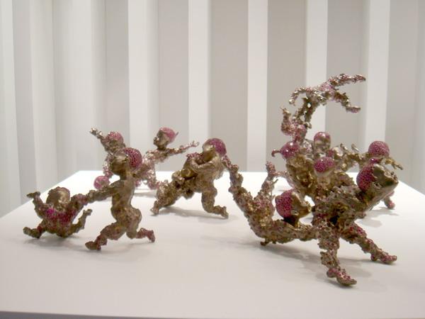钛金属和宝石的组雕塑作品,惟妙惟肖