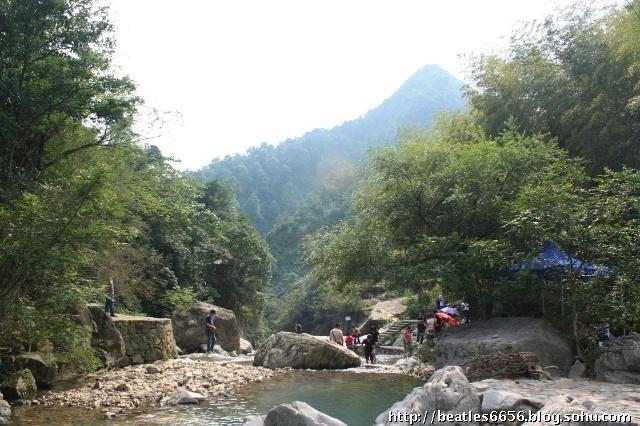 浙东十八潭旅游区位于台州市黄岩区西部平田乡桐树坑村境内,距