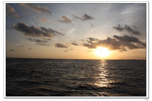 day 2 pm: 黄昏海钓+无人岛月光晚餐