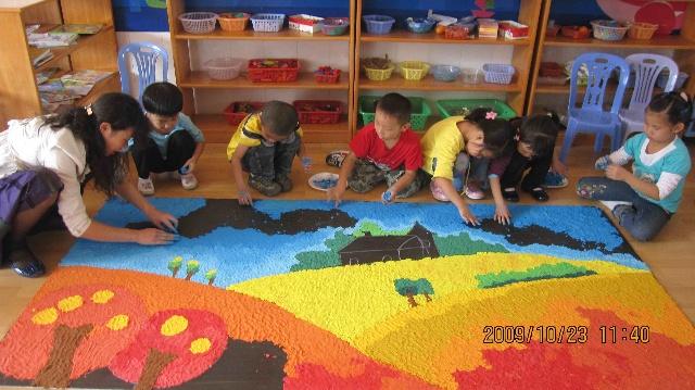 儿童画主题(绘画的形式表现身边的文明)_多彩的秋天(2班小朋友的大型纸浆画)-神龙幼儿园-搜狐博客
