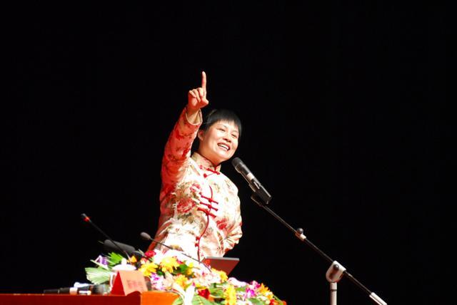 靳雅佳老师 演唱 《生命之河》