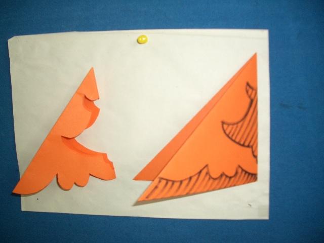 用正方形的纸先折后剪完成窗花