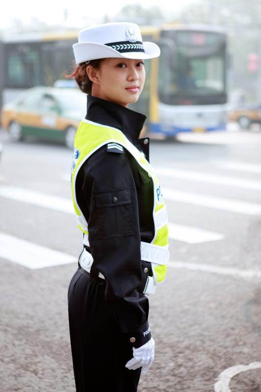 见如此漂亮的女交警!