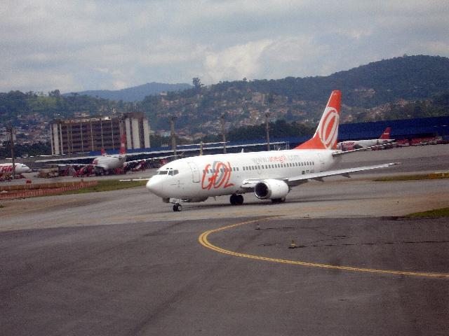 在萨尔瓦多海域我们的飞机遭遇强气流飞机出现强烈颠簸; 0点59飞经巴