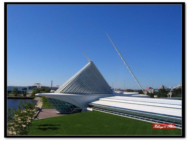 艺术馆钢结构的双翅便向着太阳