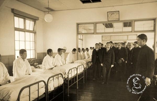 战后日本裕仁天皇首次视察 - 图说历史 - 社会人