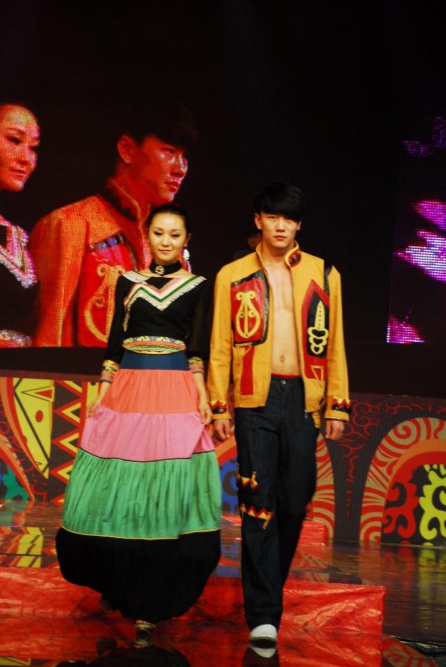 彝族服饰盛典 0图片