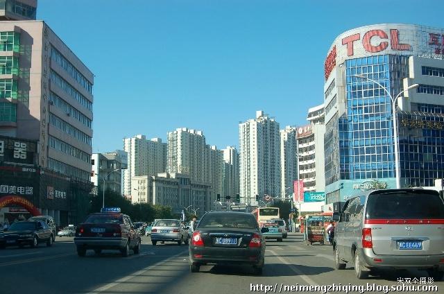 况且唐山离北京也就两个小时的路程, 这是我在车里拍的秦皇岛的市容